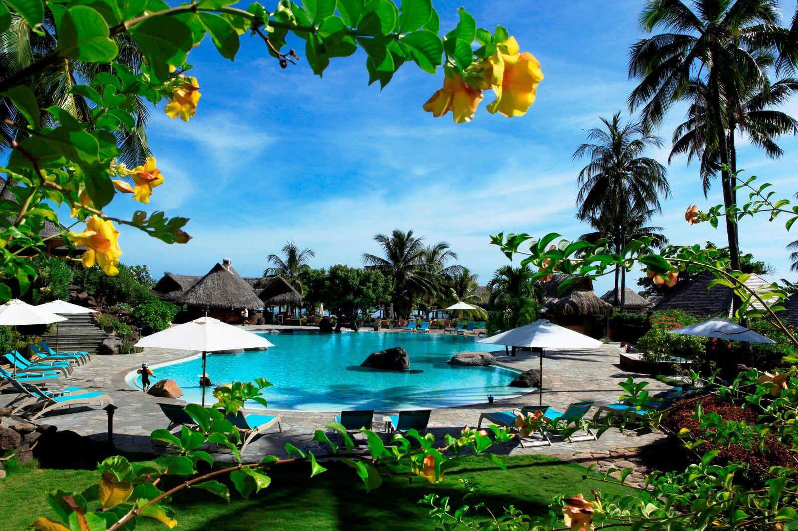 Tahiti ultimate vacation 7 nights moorea and bora bora for Garden pool bungalow moorea pearl resort